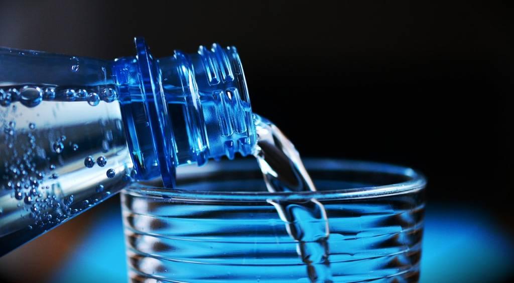 eau-bouteille-verre