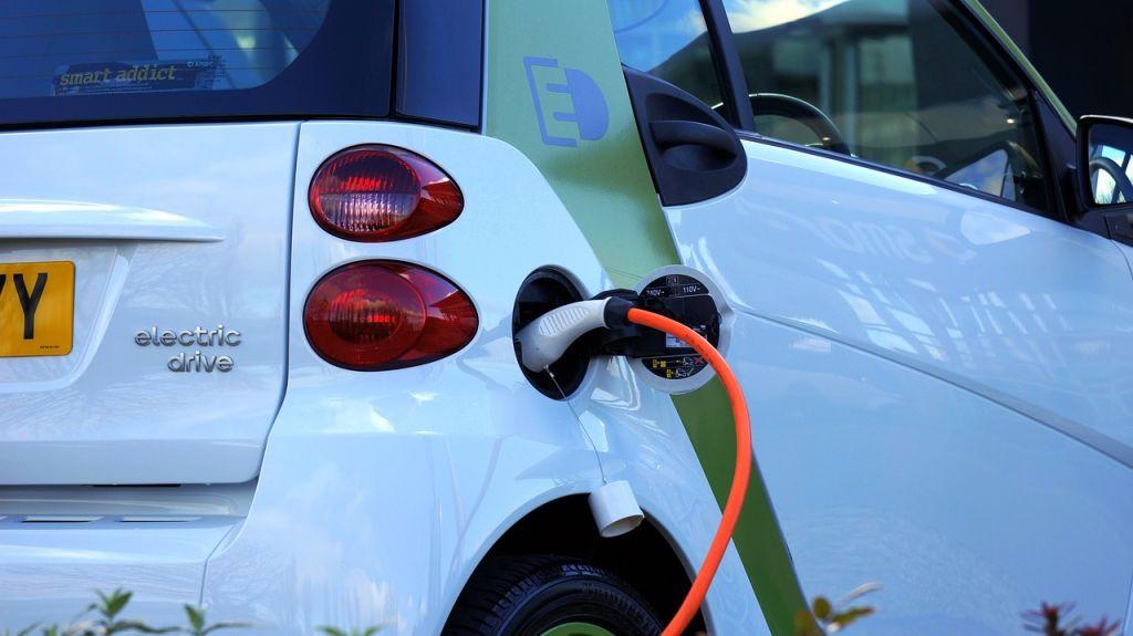 Voiture électrique contre voiture essence ou Diesel, quelle